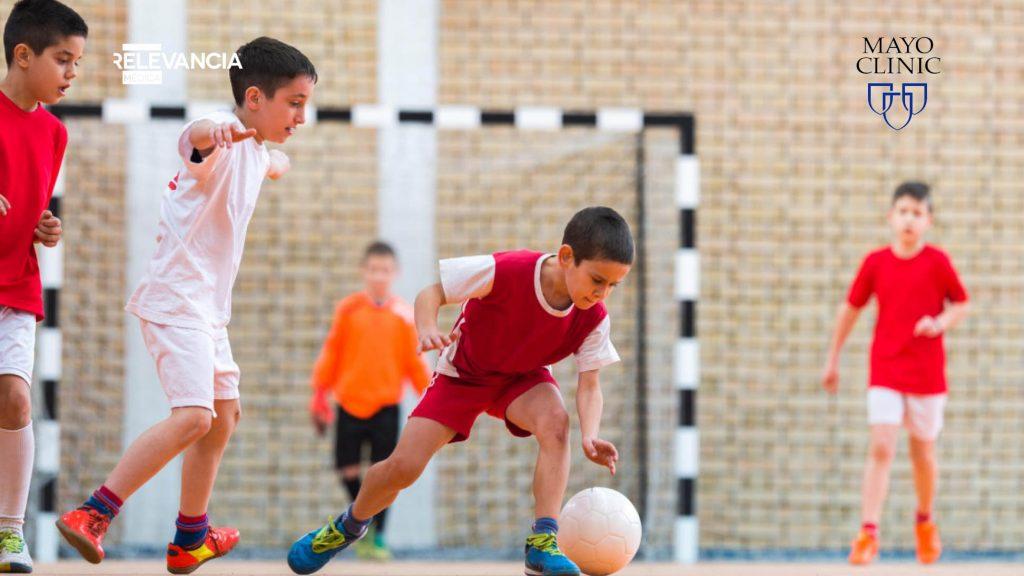 ¿Por qué no deben los niños especializarse en un solo deporte?