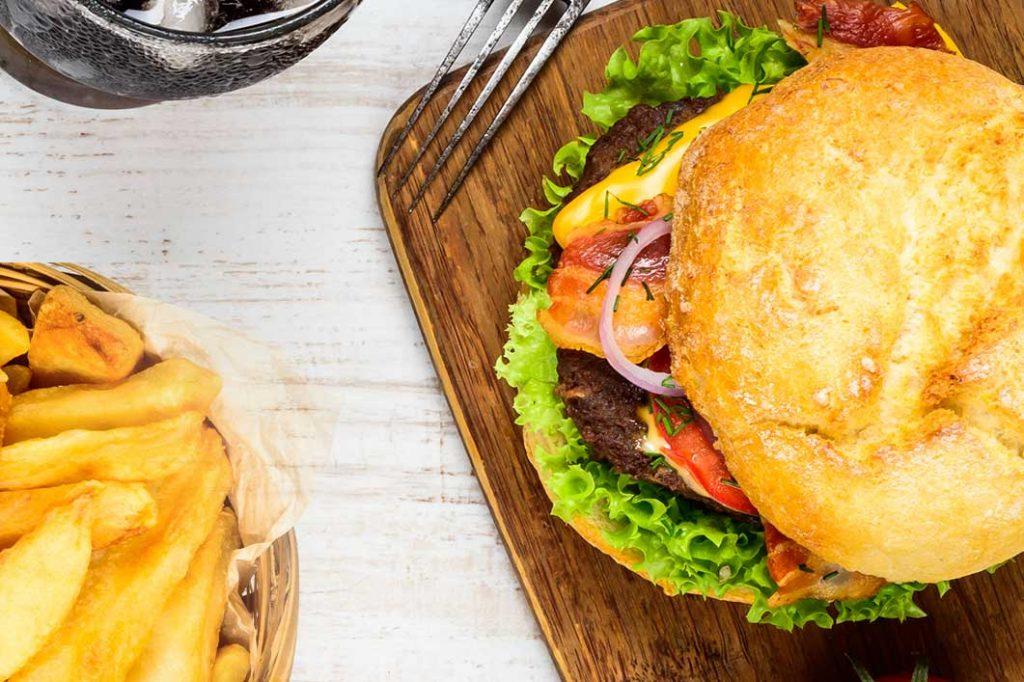 Evitar los alimentos precocinados y la comida rápida