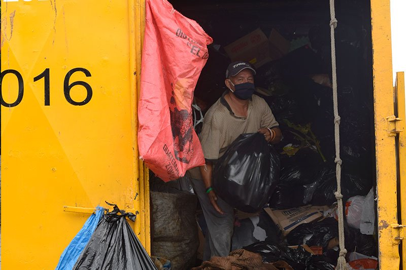 señores recolectores de residuos