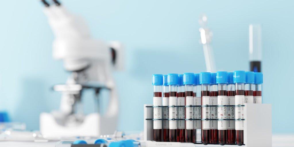 La industria farmaceutica, en una carrera contra el virus