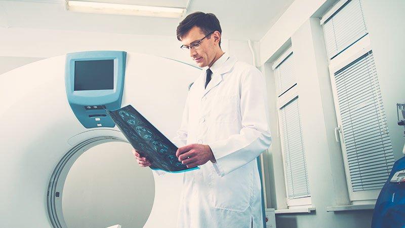electroencefalograma y TAC o resonancia cerebral