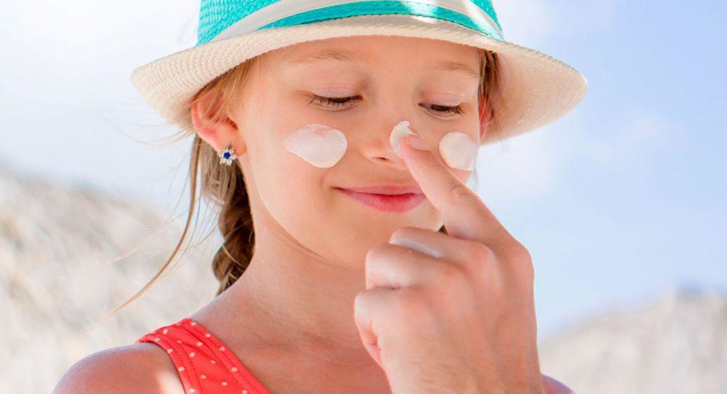 ¿Cómo cuidar la piel de los niños del sol?
