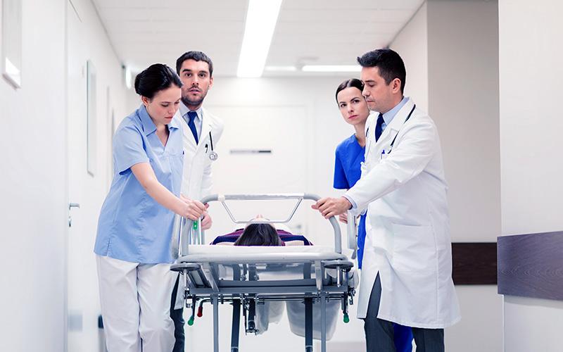 Un seguro de gastos médicos mayores puede abarcar emergencias fuertes